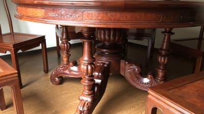 家具は本格的アンティークです。 - Flace omotesando 表参道1分 本物のアンティークの室内の写真