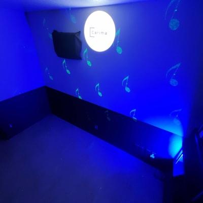 ブルーをメインにした雰囲気で - スタジオカリマ/カリマ松本 ダンス、ヨガ、トレーニングなどにの室内の写真