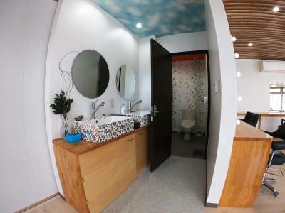 お手洗いと洗面台は、スペース横に付属。 - スペース城野 シンデレラスペースの室内の写真