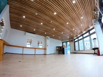40ヘーベーほどの広い空間を多目的に利用いただけます。 - スペース城野 シンデレラスペースの室内の写真