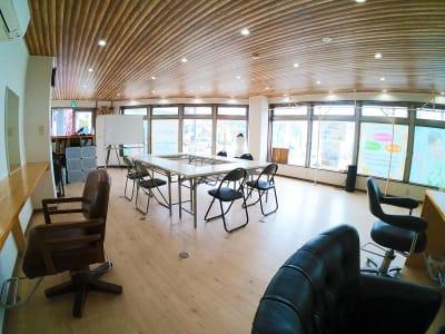 窓がとても開放的です。 - スペース城野 シンデレラスペースの室内の写真
