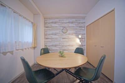ミーティングなどにいかがでしょうか - 【リベサロ京都駅前】  レンタルルーム 101号の室内の写真