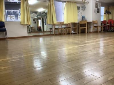 3窓ありの換気抜群 - スタジオ レオン ダンスレッスン、練習にの室内の写真