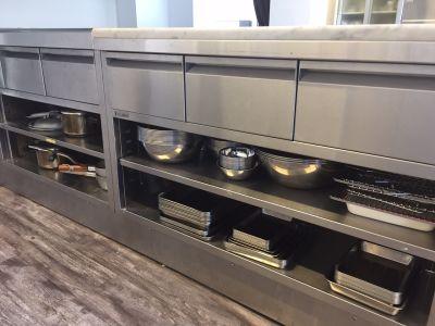 サロン 301 キッチンスペースの設備の写真