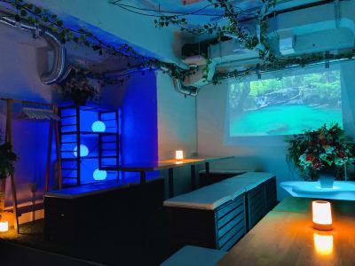 ライティングを自由に変えてオシャレな雰囲気に♪ ラグジュアリーな空間をお楽しみください♪ - 渋谷ガーデンパティオの室内の写真