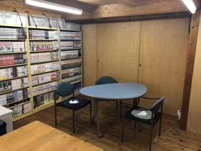 隠し引き戸があるので、個室にもできます。 - Kinoshita 1996 多目的スペースの室内の写真