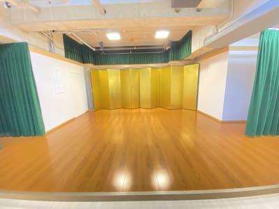 ステージです。 金屏風があります、外していただくことも出来ます。 - サムライ剣舞シアターの室内の写真