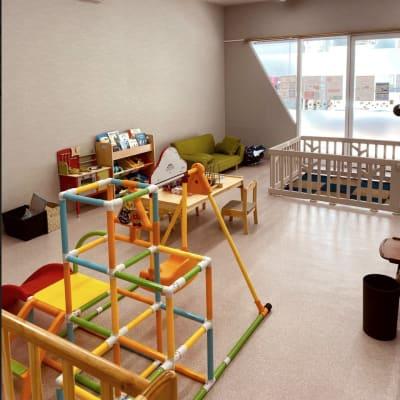 託児サービス有り(別途料金必要) - レイジーナアキラ 託児付きコワーキングスペースの室内の写真