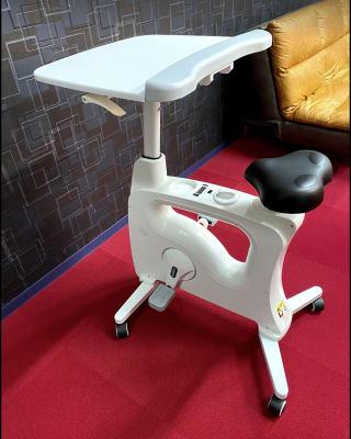 机付きフィットネスバイク(無料) - レイジーナアキラ 託児付きコワーキングスペースの室内の写真