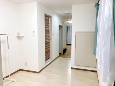 更衣スペースもあり。 全体では計31㎡と広々です。 - ダンススタジオSooN ダンス・楽器演奏スタジオSooNの室内の写真