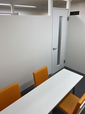 【名古屋駅】会議室アクションラボ 2F コミュニティースペースBの室内の写真
