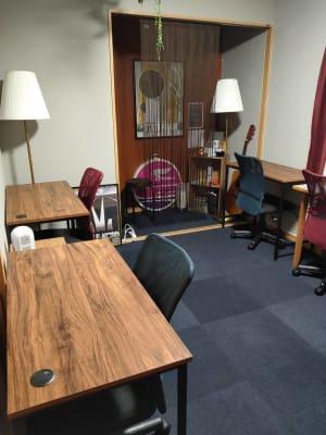 テーブルレイアウト変更例 - 深夜特急+ 2F個室スペース 最大5名様の室内の写真