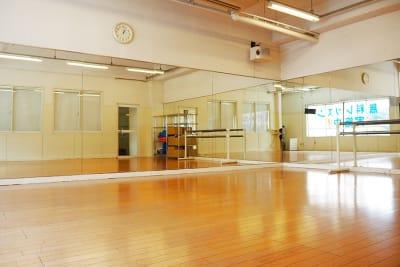 ドットカラーダンススタジオ Bスタジオの室内の写真