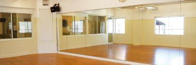 Aスタジオ鏡 - ドットカラーダンススタジオ Aスタジオの室内の写真