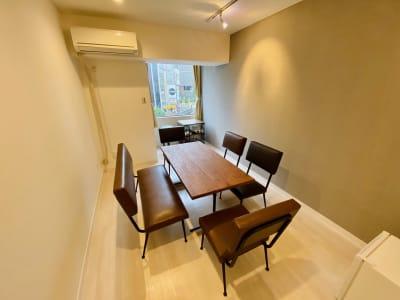 まるでヴィンテージカフェを貸し切ったようなくつろぎ空間♪ - SSS渋谷 SSS渋谷Ⅲ レンタルスペースの室内の写真