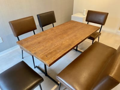 ふかふかの椅子と温もり感のあるテーブル♪ - SSS渋谷 SSS渋谷Ⅲ レンタルスペースの室内の写真