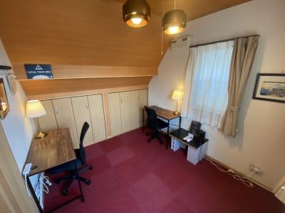 レイアウト変更可能! 没入感抜群の静かなお部屋です。 最大2名様 - 深夜特急+ 3F個室スペース 最大2名様 の室内の写真