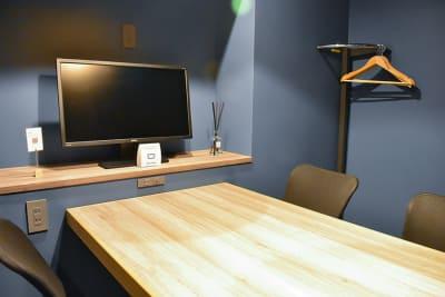 4名様向け完全個室です。 - Basis Point上野店 4名用会議室 (Room A)の室内の写真