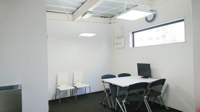 小さいながらも快適に過ごせるスペースです。 - dot7 スタイリッシュスモールオフィスの室内の写真