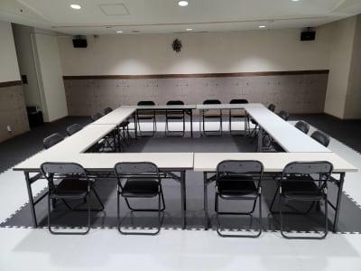 机の使うスクールや会議室としても使えます☆ - レンタルスタジオBigTree 和泉和気店 Aルームの室内の写真