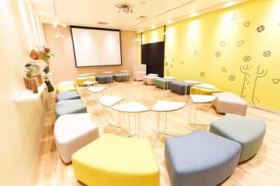 ロの字(16席) - Hikarieカンファレンス Room O (オー)の室内の写真