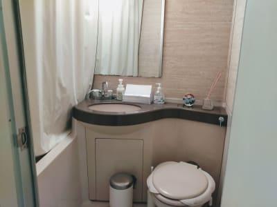 入口入って右側にある洗面所 - 新宿御苑レンタルサロン サロンスペースの室内の写真