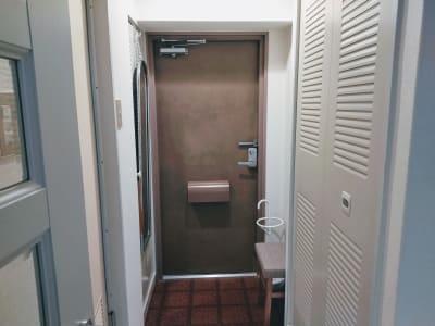玄関 - 新宿御苑レンタルサロン サロンスペースの室内の写真