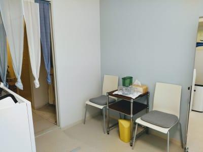 待合スペース - 新宿御苑レンタルサロン サロンスペースの室内の写真