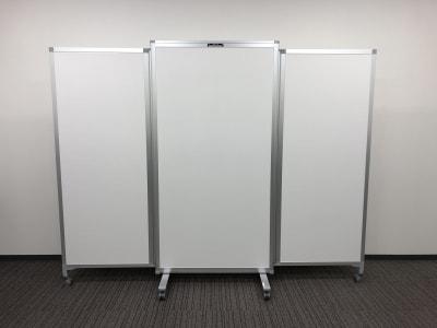 *片面ホワイトボード仕様 *H1800 × W2300(各面W700-900-700) ※有料備品です※ - Hikarieカンファレンス Room Aの設備の写真