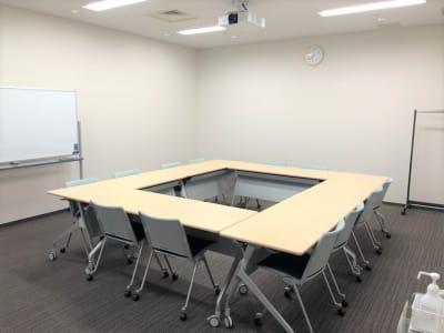 少人数の打合せや、ゲストの控室としてぴったりな広さです。 - Hikarieカンファレンス Room Bの室内の写真