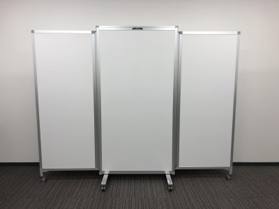 *片面ホワイトボード仕様 *H1800 × W2300(各面W700-900-700) ※有料備品です※ - Hikarieカンファレンス Room Bの設備の写真