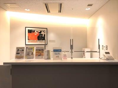 受付スタッフが常駐しております。ご不明な点がございましたらお気軽にお声がけ下さい。 - Hikarieカンファレンス Room Bの入口の写真