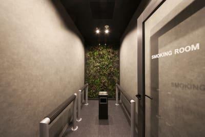 喫煙ルームがあります - 東邦オフィス福岡天神 東邦オフィス天神貸し会議室③名の設備の写真