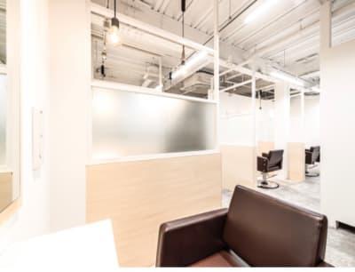 美容室レンタルスペース 美容室 レンタルスペースの室内の写真