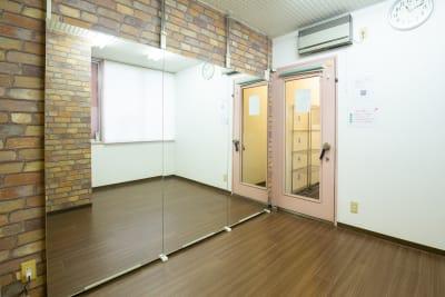 スタジオディライツ レンタルダンススタジオB 北浦和の室内の写真