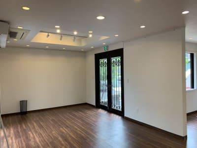 入口 - アートギャラリー チェリー成城 路面レンタルスペースの室内の写真