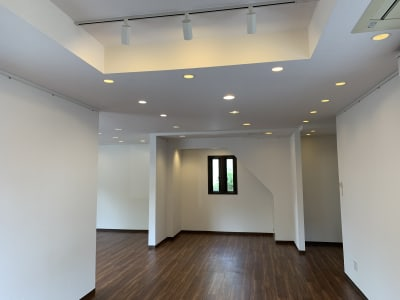 アートギャラリー チェリー成城 路面レンタルスペースの室内の写真