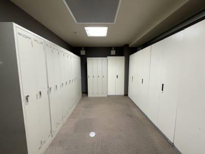 ロッカーも完備しているのでフィッティングルームとしてご活用下さい - 東邦オフィス大名 東邦オフィス大名貸し会議室④名の設備の写真