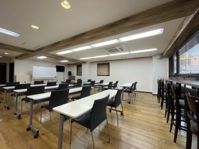 展示会、イベント、勉強会なんでもご活用ください。 - 東邦オフィス大名 東邦オフィス大名貸し会議室①名の室内の写真