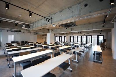 東邦オフィス天神渡辺通 東邦オフィス渡辺通会議室㊶~㊿名の室内の写真
