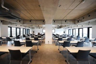 200㎡の大会議室!ワンフロア貸し切りです。 - 東邦オフィス天神渡辺通 東邦オフィス渡辺通会議室㉑~㉚名の室内の写真