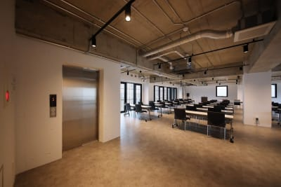 エレベーター直 - 東邦オフィス天神渡辺通 東邦オフィス渡辺通会議室①名の室内の写真