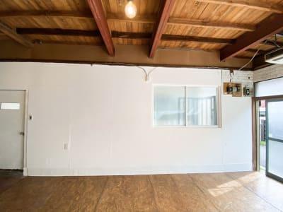 南側の壁です。 - Studio butter 【超格安】白壁撮影スタジオの室内の写真