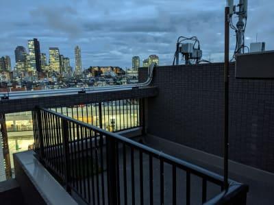 大久保ルーフトップワークス 屋上付きのワークスペースの室内の写真