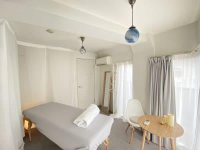 Shiny/渋谷徒歩3分のサロン シンプルでオシャレなサロンの室内の写真