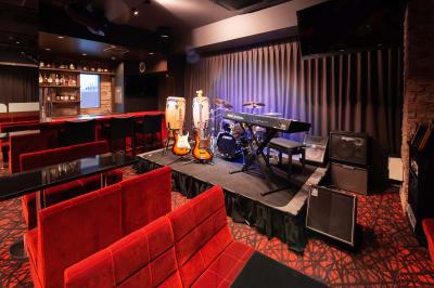 2020年にできたばかりのニューステージ。  - 銀座レンタル配信スタジオルアン 多目的イベントスペースの室内の写真