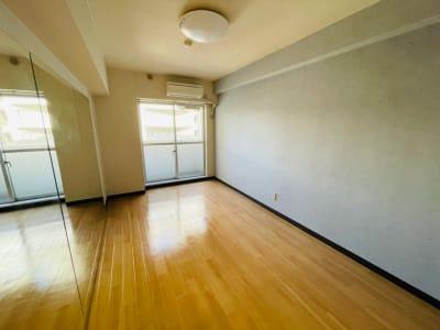 シンプルで集中しやすい空間 - One Room Studio ダンス・トレーニングスタジオの室内の写真