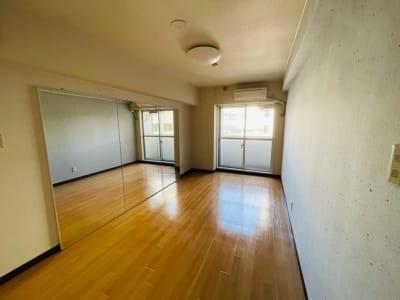 大型ミラー設置 - One Room Studio ダンス・トレーニングスタジオの室内の写真