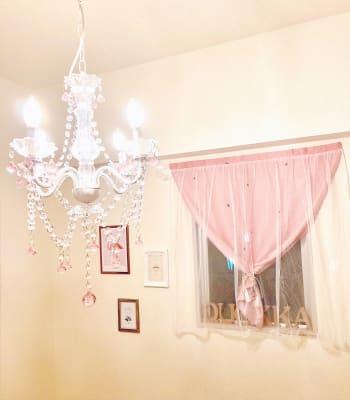 かわいいシャンデリアです! - レンタルスペース クオッカ スペースQuokka(クオッカ)の室内の写真