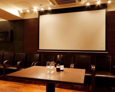 100インチのスクリーン完備 プロジェクター完備 - レストランスペース白金 パーティ/TV撮影スペースの室内の写真